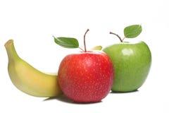 Dos manzanas y un plátano aislados en el fondo blanco Imagenes de archivo