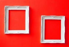 Dos marcos de la vendimia en la pared roja Foto de archivo libre de regalías