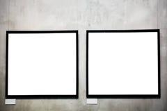 Dos marcos vacíos en la pared del cemento Foto de archivo libre de regalías