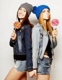 Dos mejores amigos jovenes de las muchachas del inconformista Foto de archivo