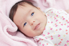 Dos meses del bebé lindo con los ojos azules Imagenes de archivo