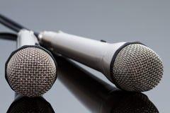 Dos micrófonos 5 fotografía de archivo