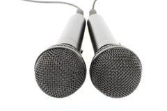 Dos micrófonos en una variedad blanca 1 del fondo Imagen de archivo