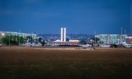 Dos Ministerios Esplanada на ноче - Brasilia, Distrito федеральном, Бразилии стоковое фото