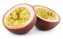 Dos mitades de la fruta de la pasión aisladas en blanco Fotos de archivo