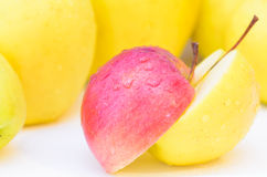 Dos mitades de manzanas Fotografía de archivo libre de regalías