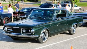 dos modèle de Plymouth Barracuda Fast des années 1960 Image stock