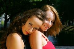 Dos modelos jovenes Foto de archivo