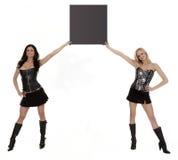 Dos modelos que sostienen el letrero en blanco Fotos de archivo