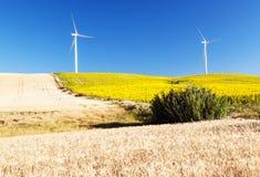 Dos molinoes de viento Imágenes de archivo libres de regalías