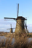 Dos molinoes de viento de Kinderdijk Fotos de archivo