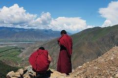 Dos monjes en Tíbet Imágenes de archivo libres de regalías