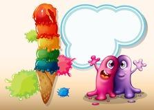 Dos monstruos cerca del helado gigante Imágenes de archivo libres de regalías