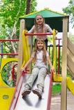 Dos muchachas activas en la plataforma del cuarto de niños Imagenes de archivo