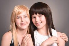 Dos muchachas adolescentes Imagenes de archivo