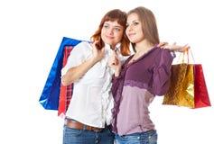 Dos muchachas adolescentes con los bolsos Fotografía de archivo