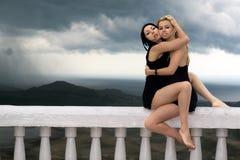 Dos muchachas bonitas fotografía de archivo