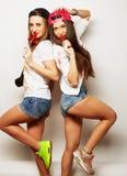 dos muchachas bonitas jovenes del inconformista Fotografía de archivo libre de regalías