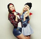 dos muchachas bonitas jovenes del inconformista Imagen de archivo libre de regalías