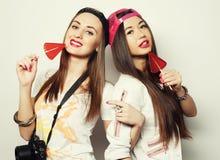dos muchachas bonitas jovenes del inconformista Foto de archivo libre de regalías