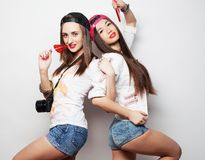 dos muchachas bonitas jovenes del inconformista Fotografía de archivo