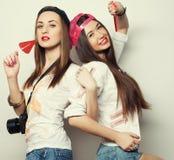 dos muchachas bonitas jovenes del inconformista Fotos de archivo libres de regalías