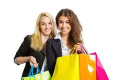 Dos muchachas con los bolsos de compras Imagen de archivo libre de regalías