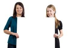 Dos muchachas con Whiteboard Foto de archivo libre de regalías