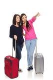 Dos muchachas de los amigos con las maletas del viaje Imagen de archivo libre de regalías