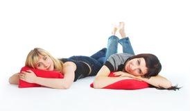 Dos muchachas de mentira hermosas Fotografía de archivo libre de regalías