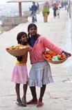Dos muchachas de Varanasi, la India Foto de archivo