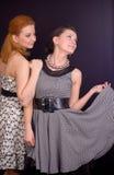 Dos muchachas en alineadas Fotografía de archivo libre de regalías