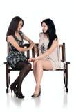 Dos muchachas en el banco Imágenes de archivo libres de regalías