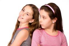 Dos muchachas en la edad de diez y once que soñan Fotografía de archivo