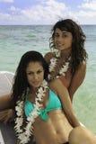 Dos muchachas en su tarjeta de paleta imágenes de archivo libres de regalías