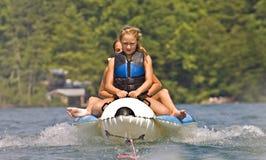 Dos muchachas en un flotador Imagen de archivo libre de regalías