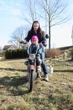 Dos muchachas en una moto Fotografía de archivo