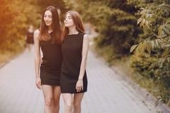 Dos muchachas hermosas Imagen de archivo libre de regalías
