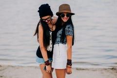 Dos muchachas hermosas Imágenes de archivo libres de regalías