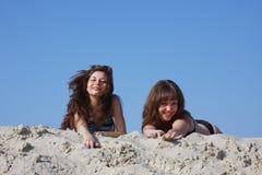 Dos muchachas hermosas jovenes Imagen de archivo libre de regalías
