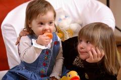 Dos muchachas perjudicadas jovenes Fotografía de archivo