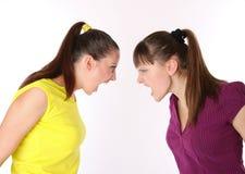 Dos muchachas que gritan en uno a Fotografía de archivo