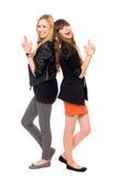 Dos muchachas que se colocan de nuevo a la parte posterior Fotos de archivo