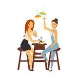 Dos muchachas que se encuentran en el ejemplo de color del café aislado en blanco Imagen de archivo
