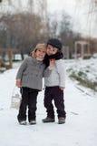 Dos muchachos en el parque con la linterna Fotografía de archivo libre de regalías