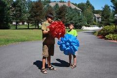 Dos muchachos en resorte Fotografía de archivo libre de regalías