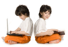 Dos muchachos (reflecnbon) Imagenes de archivo