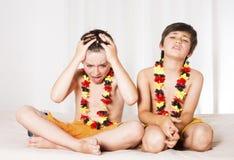 Dos muchachos todo emocionados Imágenes de archivo libres de regalías