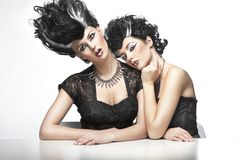 Dos mujeres atractivas imágenes de archivo libres de regalías