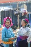 Dos mujeres de la minoría étnica Fotos de archivo libres de regalías